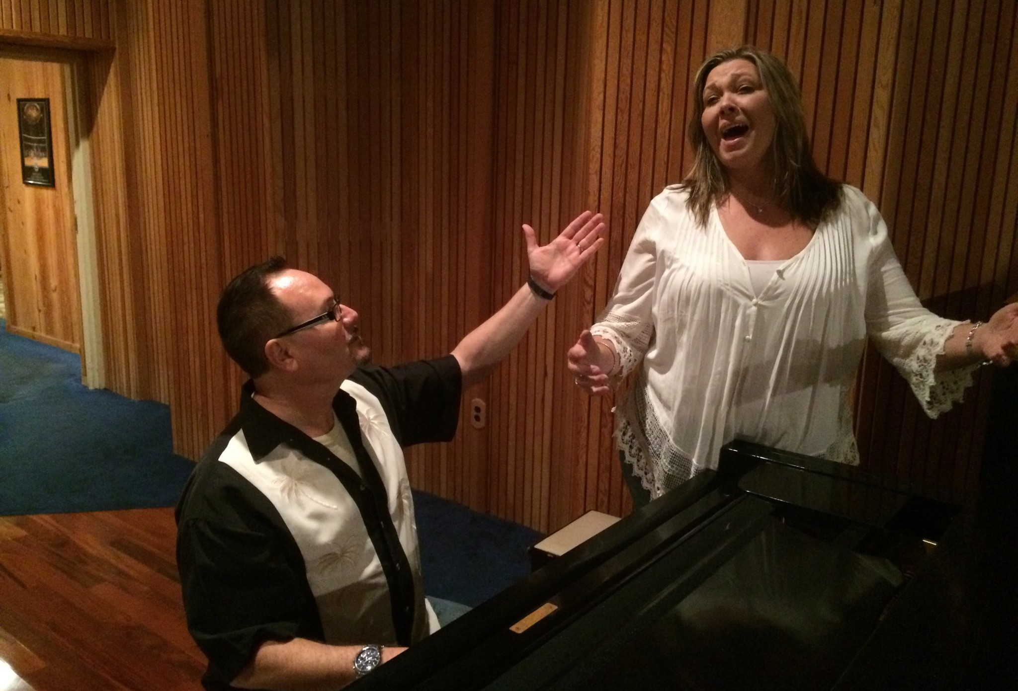 Orlando Vocal Coach John Cavazos Teaching Local Singer